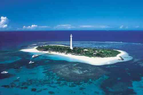 世界遺産のラグーンに囲まれたアメデ島灯台