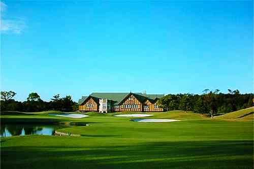六甲国際ゴルフ倶楽部・東コース 7,416Yの距離、雄大なスケールと時を超えた美しさ。2015年日本オープンをはじめ、日本シニアオープンなど、ビッグトーナメントの舞台となっている。