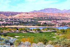 レイク ラスベガスリゾート サウスショアGC 人工湖の対岸に宿泊のウェスティンホテルを眺む
