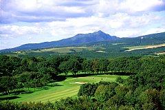室蘭ゴルフ倶楽部 18H 6,825Y P72 昭和40年会場以来無改造が自慢、井上誠一の名コース。