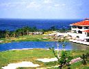 ジ・アッタテラスGR 18H 6,900Y '94年開場 沖縄リゾートのメッカ恩納村の美しい海岸を一望する丘陵コース。大京CCに隣接しながら、フラットに仕上がって快適だ。